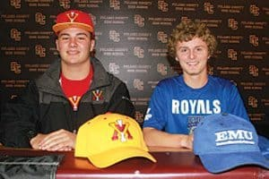 2 Cougar athletes make college choices