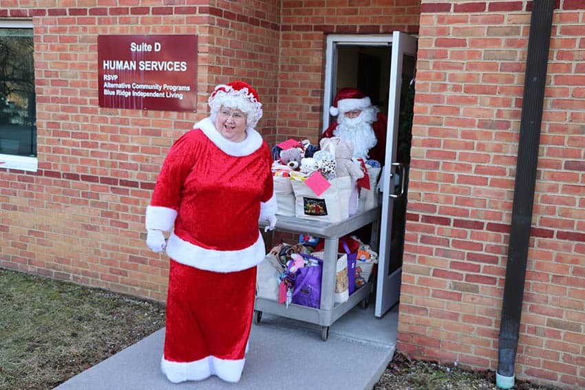 Santa and Mrs. Claus loading their sleigh from the RSVP office