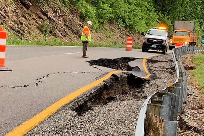 All lanes of Rt 460 closed