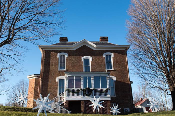 Radford Students Help Decorate Glencoe Mansion
